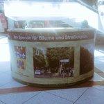 Im #Europacenter kann man übrigens für mehr Bäume & Straßengrün in #Charlottenburg-#Wilmersdorf spenden!#Servicetweet http://t.co/LI0UgwrQoc