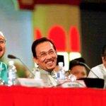 Ini Dulu, Sekarang Najib Perdana Menteri Malaysia Anuar Dalam Penjara Tun.M Hanya Rakyat Biasa. http://t.co/ExhV2nAReo
