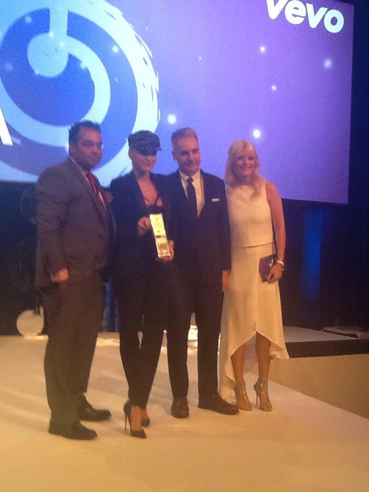 RT @NordoffRobbins1: .@ritaora collect her @Vevo_UK Best Female Award from @krishgm #O2SilverClefs40 http://t.co/mCKTkYsITm