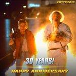 Mi película favorita cumple 30 años. Me estoy haciendo vieja. #BackToTheFuture http://t.co/cedZ6Yms8T