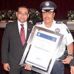 Comandante Ángel Heredia López recibió reconocimiento José de la Cruz Porfirio Díaz Morí por 28 años de trayectoria http://t.co/roQn7NnYf1