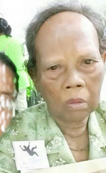 คนหาย!!!นางช่วยบุญ อายุ70ปี สูง150ซม. รูปร่างท้วม มีอาการหลงลืม หายที่ รพ.กลาง  พบแจ้ง *1808 http://t.co/zEIAX8hyU5 http://t.co/eDEgGtRiwq