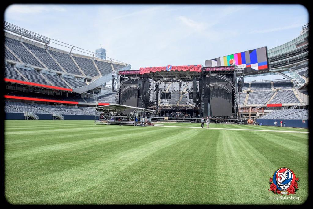 Sound system is up for #GratefulDead #FareTheeWell in Chicago with LEO. Follow photog. @jayblakesberg for more. http://t.co/lQfDbvCgBQ