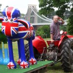 Flock n Rolls been busy hanging out with Nick Park @aardman, en route to the Vic Rooms for #shauninthecity http://t.co/meG5Kpjqmc