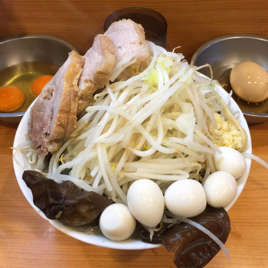 ラーメン二郎八王子野猿街道店2、小ラーメン+うずら卵+生卵+生卵+きまぐれたまご+きくらげ ニンニク少