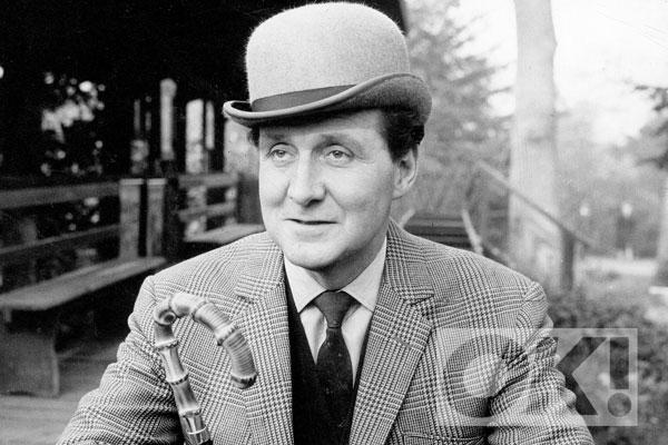 James Bond actor @sirrogermoore pays tribute to PatrickMacnee who has passed away aged 93:
