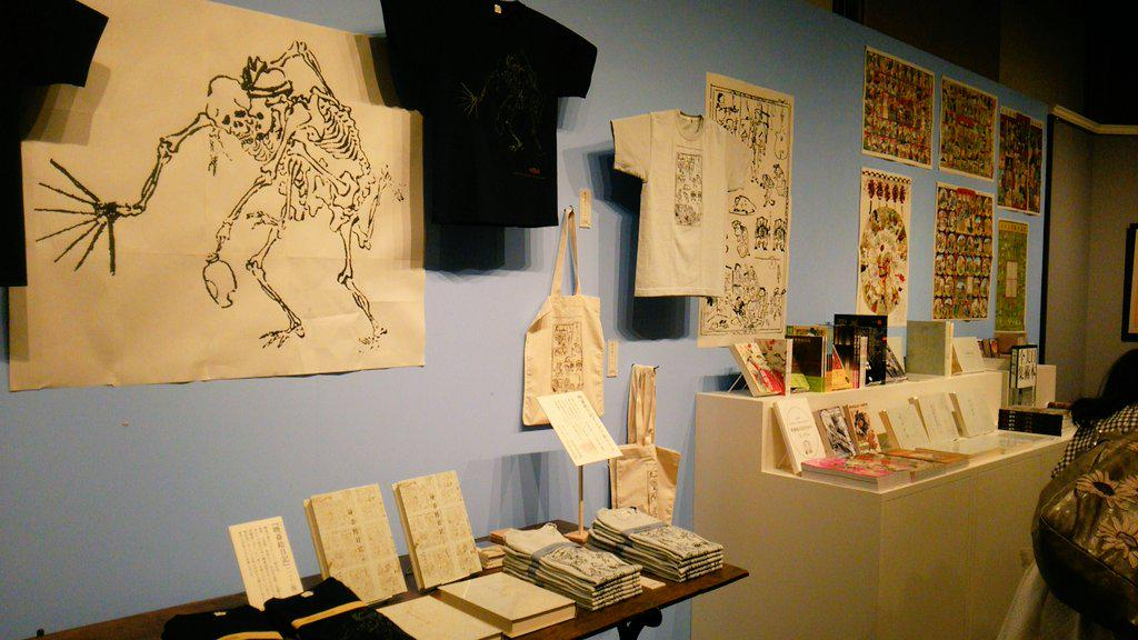 画鬼暁斎展のグッズ売り場の様子をちらり。大人に嬉しいラインナップ(ノ´∀`*)会期中はミュージアムカフェで展覧会にちなんだランチとデザートも取り扱うそうですよ♪ http://t.co/kg3xF9WbFq