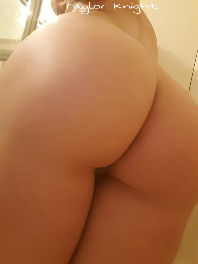 #HappyFriday up all night camming now time 2 shower. #NOthong #camgirllife ?100 Rt's=shower pic?
