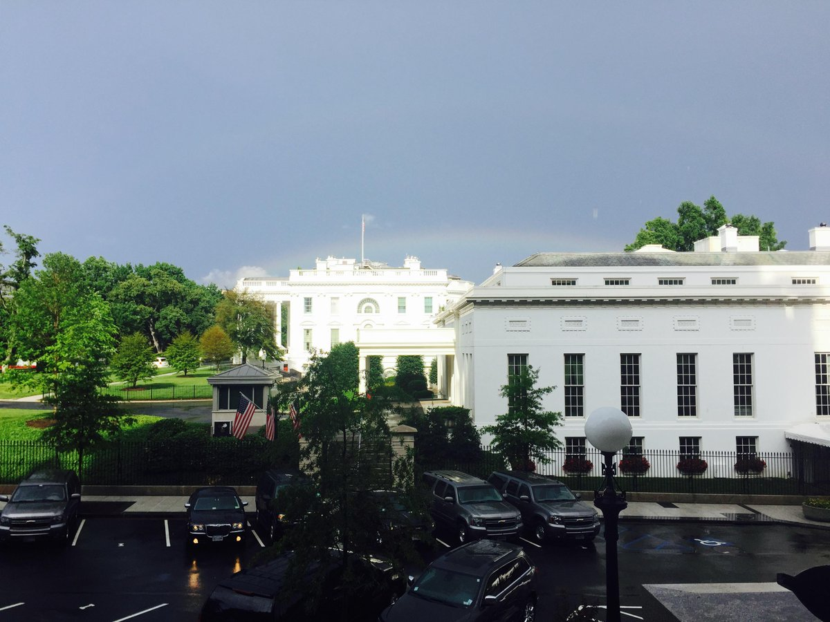 Too good to be true. Rainbows over the White House now https://t.co/WeFyNHzVVo