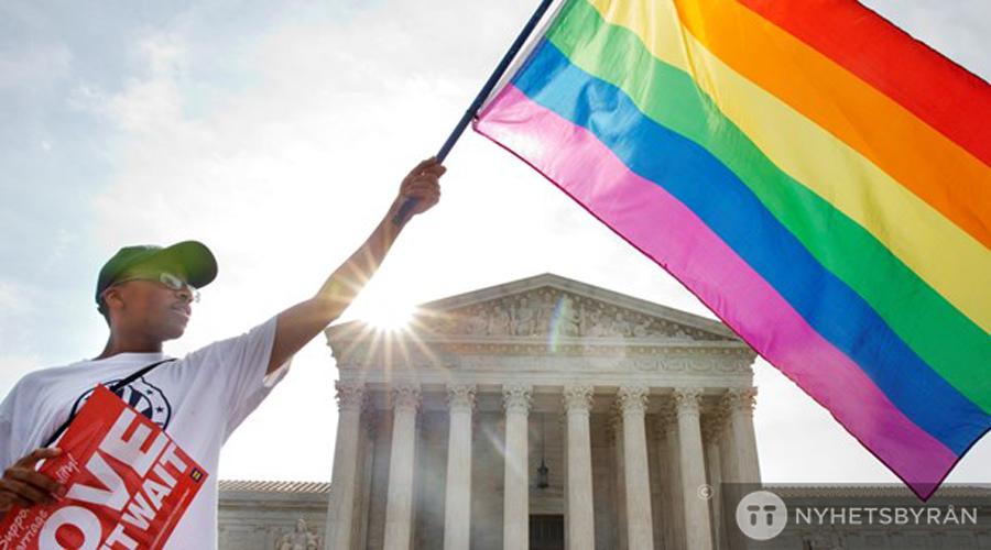 Ja till homoäktenskap i USA: http://t.co/ZR8dCm6gjp http://t.co/T5cs3W2aLf