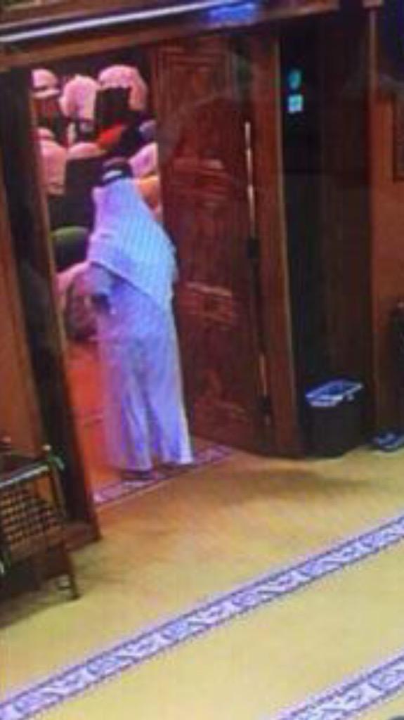ما فكرت بلحظة دخولك حق منو ساجدين ؟؟  #تفجير_الكويت http://t.co/Hg7rD9APlp