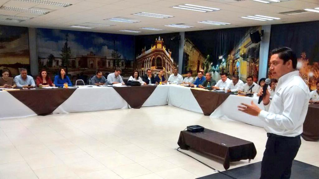 COBAED (@COBAEDoficial): Última #ReunióndeDirectores COBAED para cerrar el ciclo escolar @chuycabrales @MemoJimenezCh @huever4 @dibyneder http://t.co/n7l2otlCRB