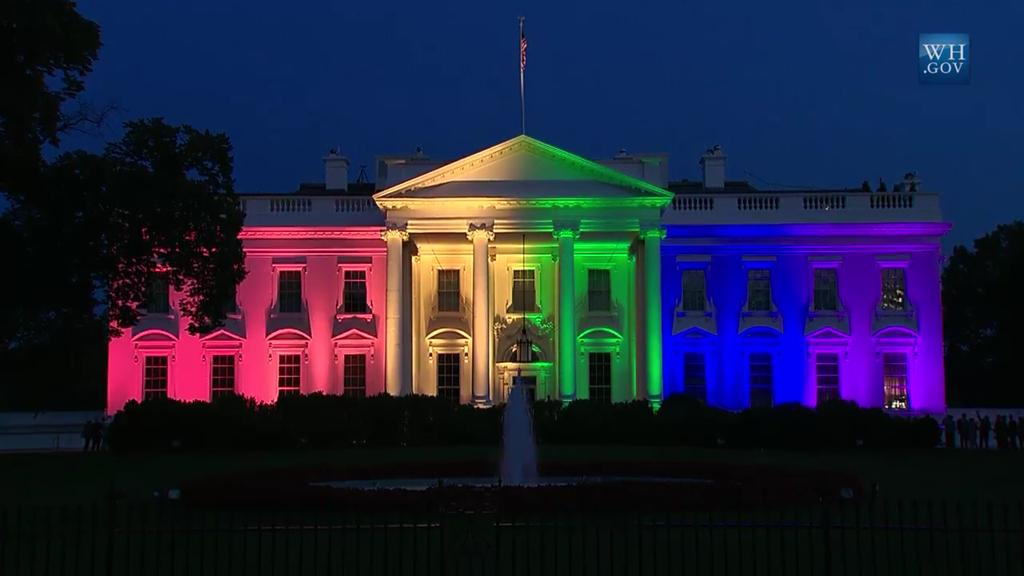 Just look at how beautiful the White House looks tonight #LoveWins http://t.co/fZ5QtbgtFO