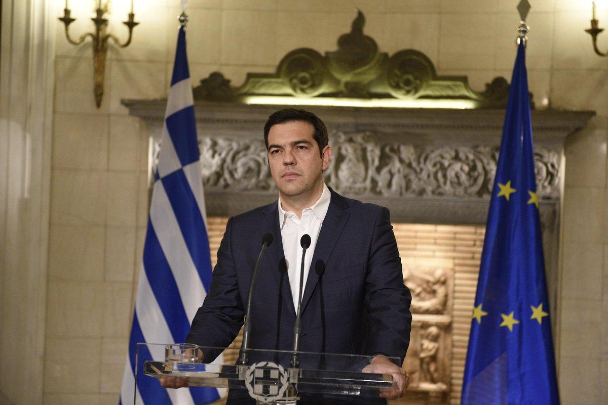 Για εμάς, για τις επόμενες γενιές, για την ιστορία των Ελλήνων.  Για την κυριαρχία & την αξιοπρέπεια του λαού μας. http://t.co/mQYoq3chSV