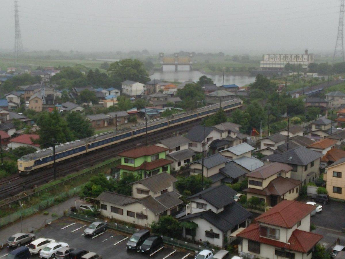 常磐線上りに583系車両がぁぁぁ~~~(≧▽≦) ちなみに、これは回送運転です! http://t.co/5lGdbHi80g