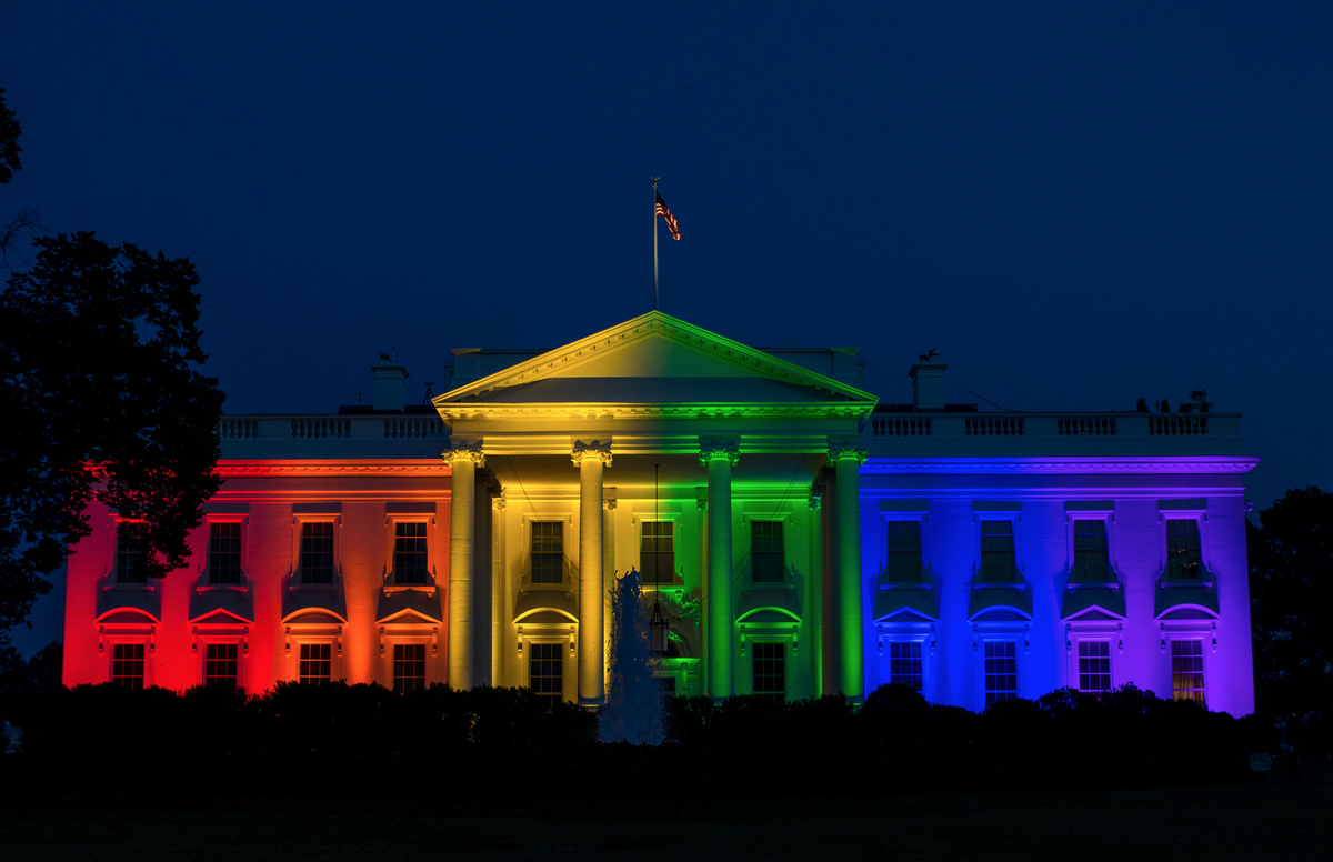 the White House illuminated in honor of today's ruling. we have the coolest president ever. @POTUS #SCOTUS http://t.co/urMziTS18C