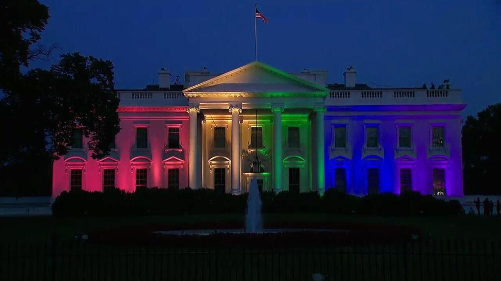 This is literally what the White House looks like right now?! Today is un.fucking.believable. #LoveWins! http://t.co/N47bwOuoOk