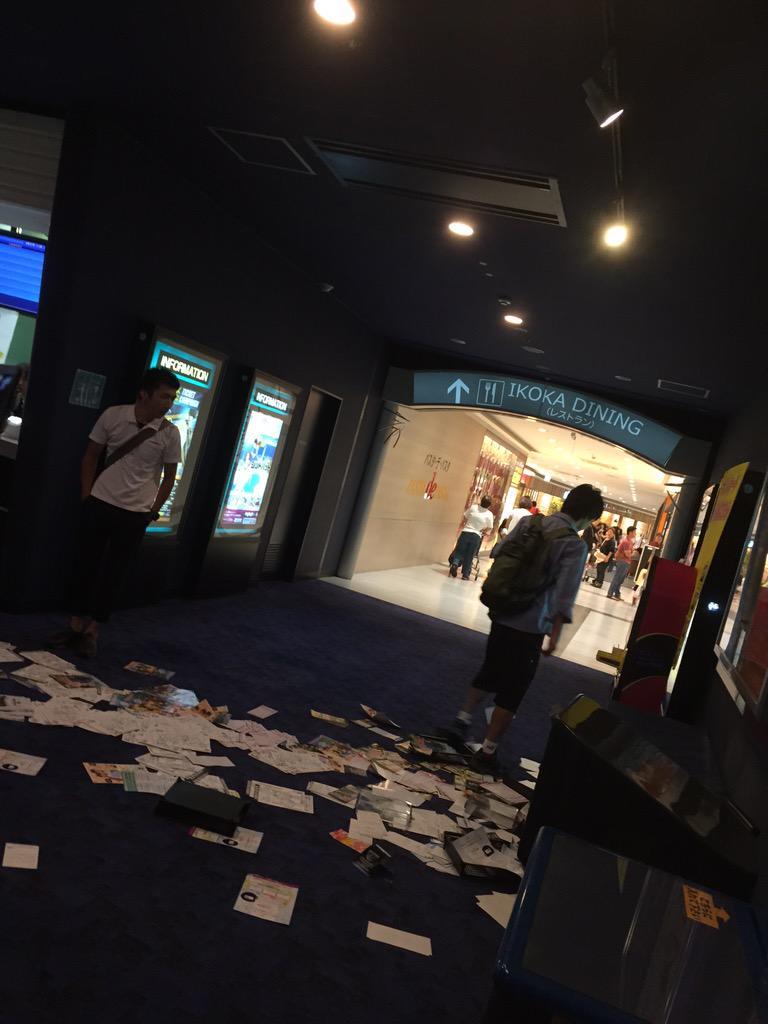 ラブライバー、映画館で突然暴れだし映画館がめちゃくちゃに
