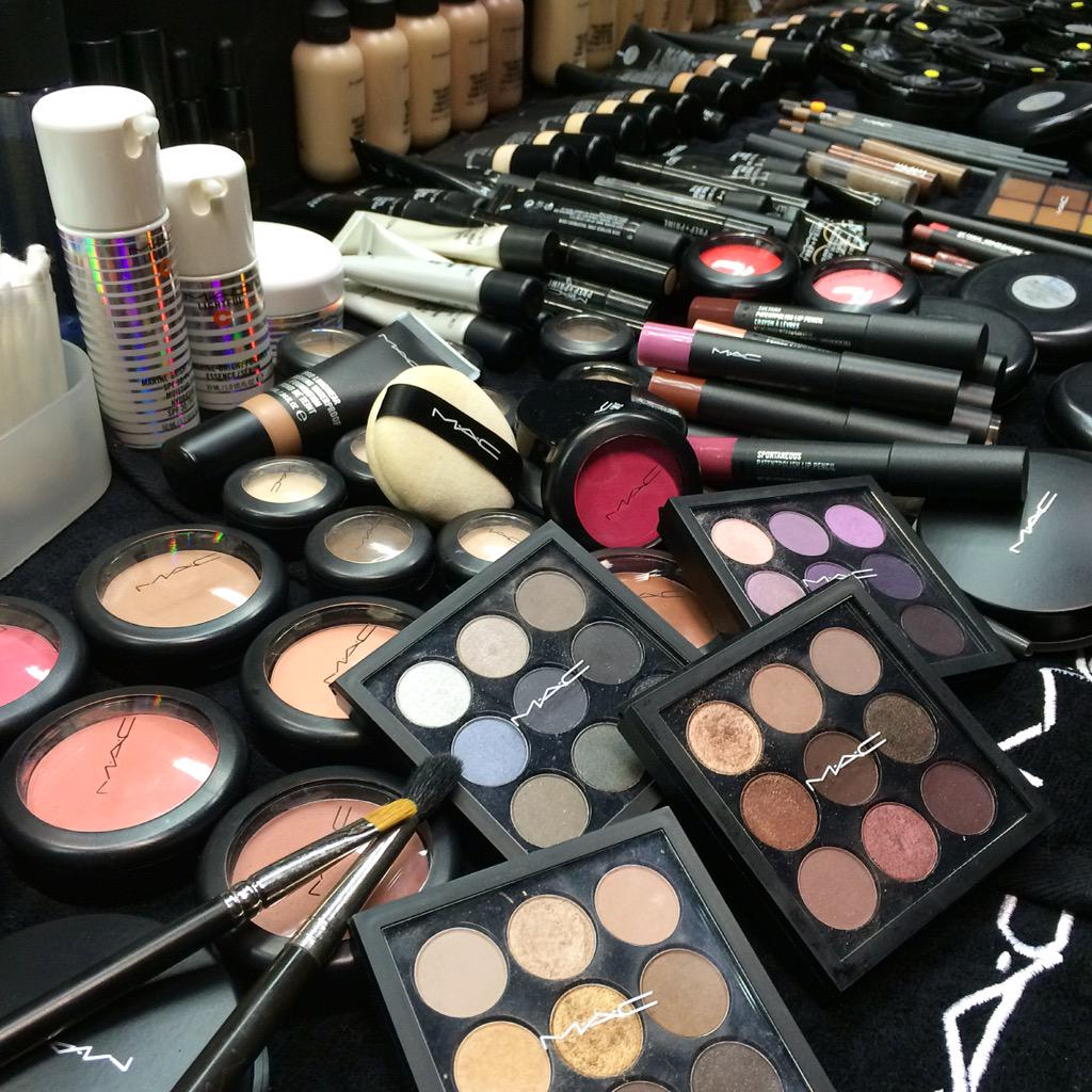 My makeup buffet station for New Paper New Face 2015! @MACcosmetics #makeupstation http://t.co/6MZOrr9HV6