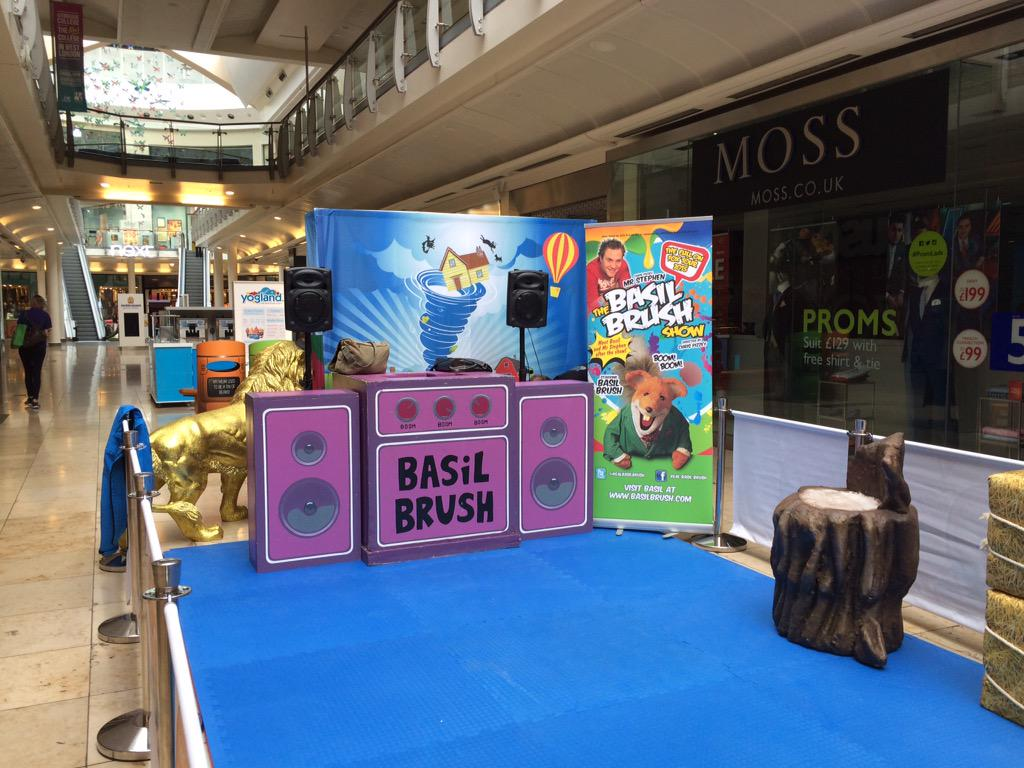 Intu Uxbridge Shopping Mall 5 shows today! http://t.co/tYt7Ud2vCC