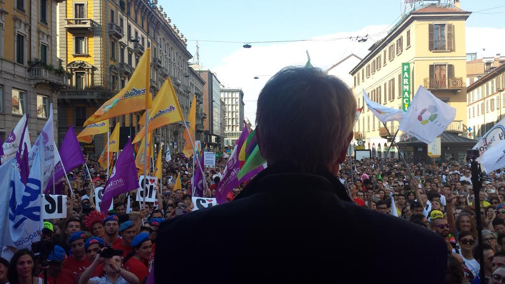 Libertà di amare, diritto di amare, diritti per chi ama. #MilanoPride #Pride2015 . http://t.co/vjbZuCMjRf