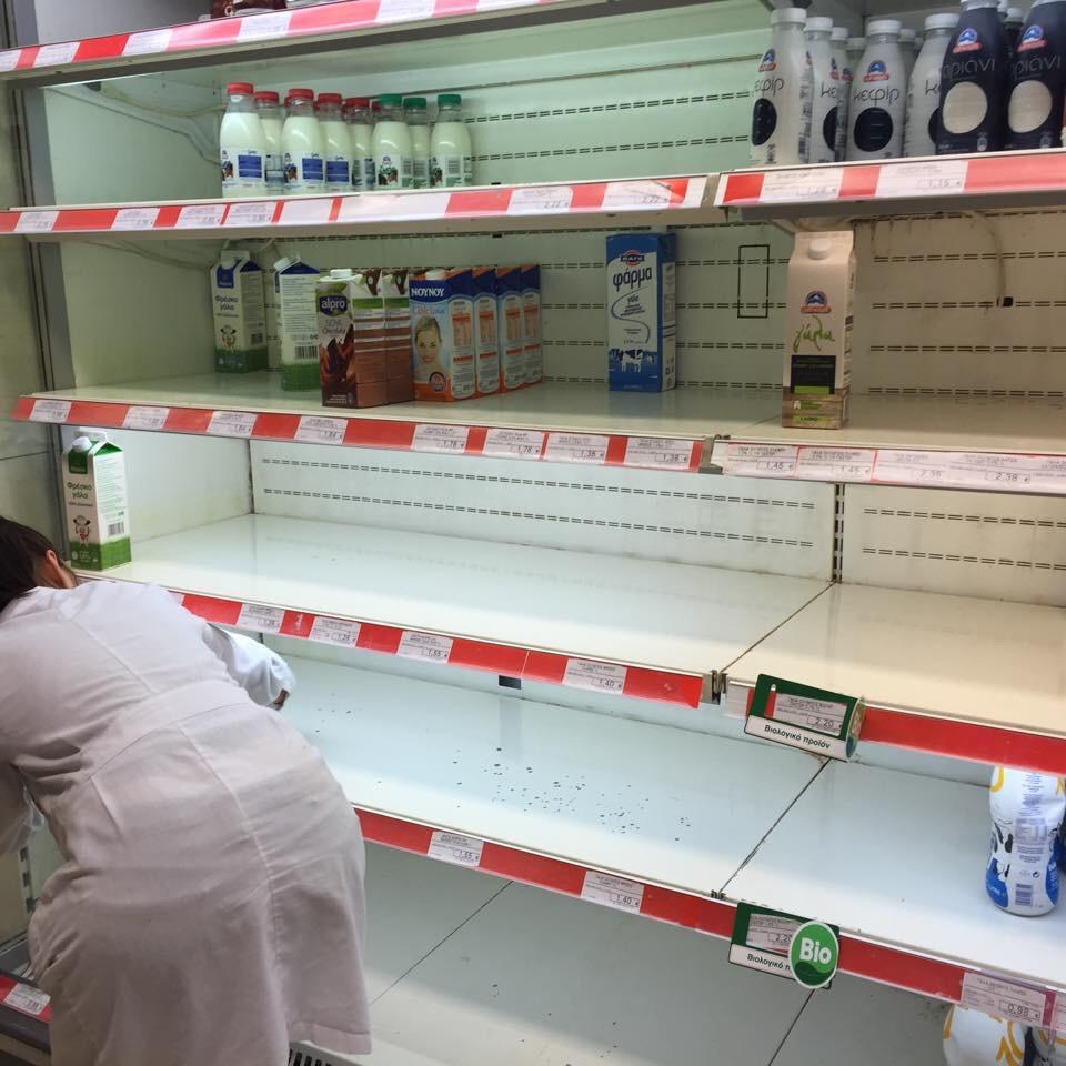 【悲報】 ギ リ シ ャ、つ い に 店 頭 か ら 食 料 品 が 消 え る