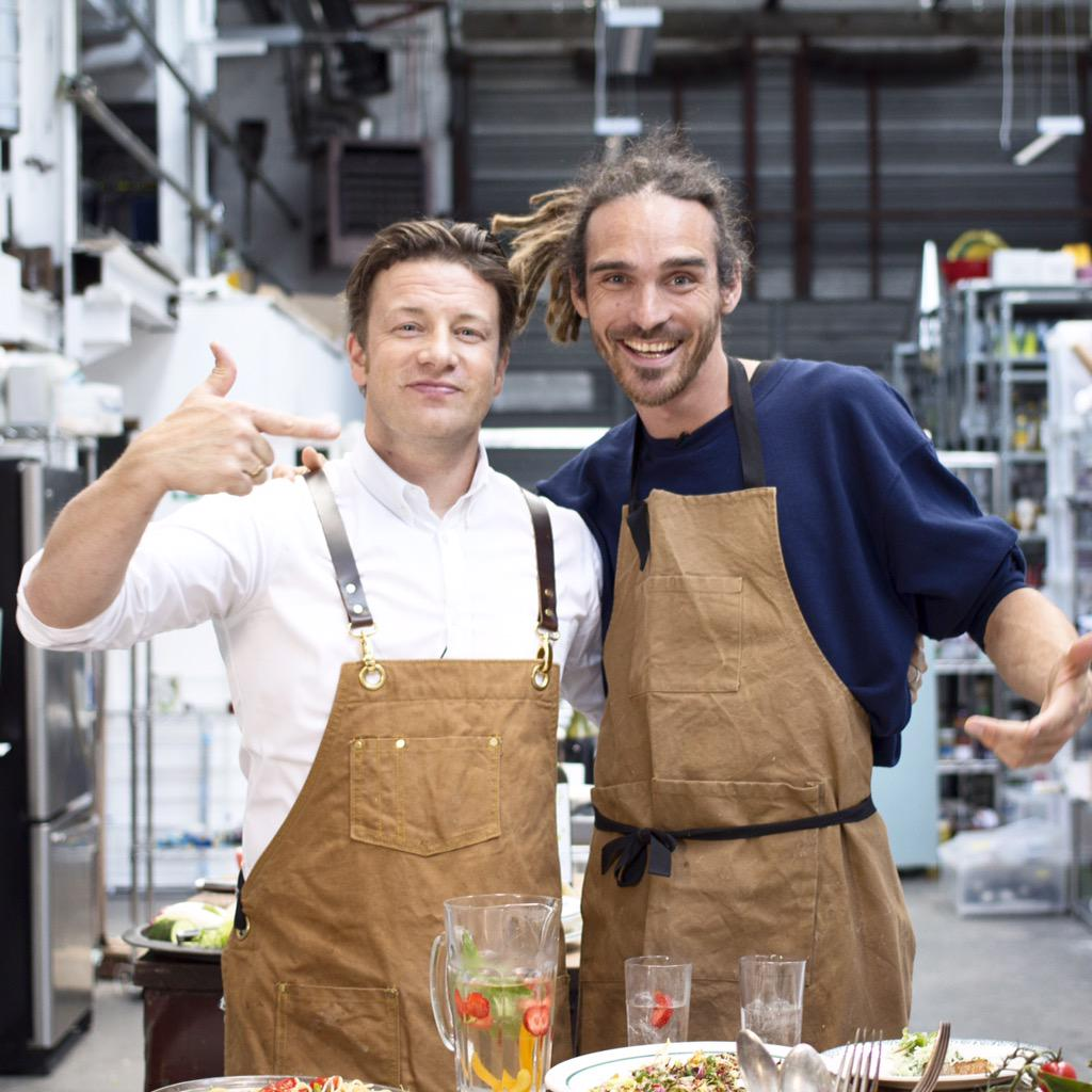 Have watch guys! Me and bro @funforlouis cooking up some brilliant food at my HQ https://t.co/3wLkp6k1JQ http://t.co/dxiu35YsSE