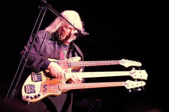 Wow  RIP ... A great bassist  YES a great band... RT @evilbluebird: R.I.P. Chris Squire. http://t.co/NbEhjZ9Q4V