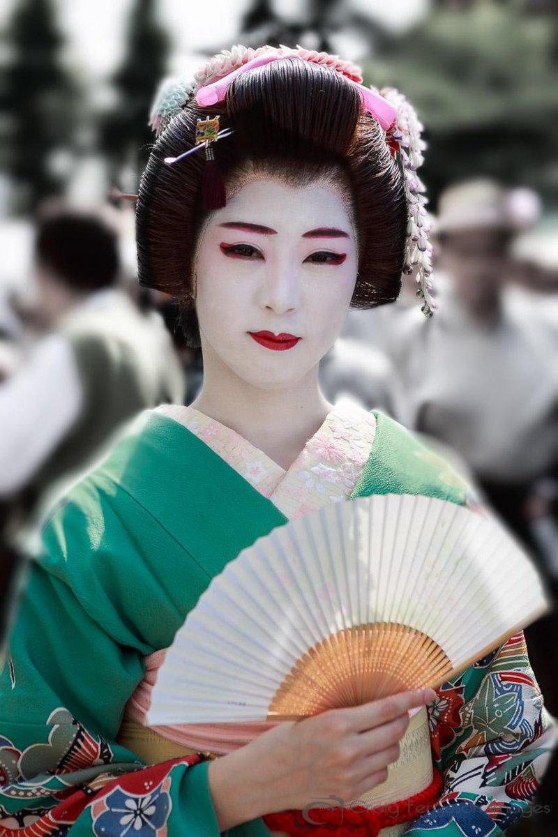 Geisha. @Peachpit #travelpics #wht http://t.co/vMcrgIpjgw