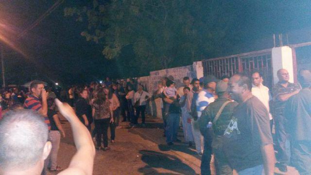 Fiesta Nacional!!! #PuebloEnLaCallePorLaPaz #VictoriaDeLaPatria http://t.co/gQC23aD8NU