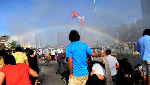 Police in #Turkey try to stop Pride parade with water cannons, accidentally creates rainbows. http://t.co/mYyebtPQEP http://t.co/rTfjk6UE7t