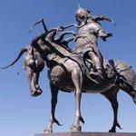 За хүүхдүүд минь. Энэ хөшөөг Чингисийн талбайд байршуулна гэсэн нь худлаа, цуу яриа гэж Үүл дарга чинь хэллээ дээ... http://t.co/qxmV4taD89