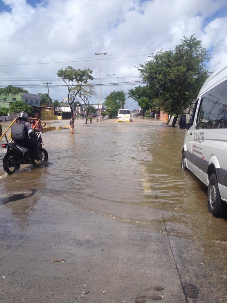 Caos na Av. Recife. http://t.co/Ru1foHUuvO