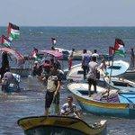 بحارة غزيون يتظاهرون في ميناء غزة احتجاجا على منع أسطول الحرية من العبور إلى غزة #احموا_اسطول_الحرية #فلسطين #غزة http://t.co/HMxKQWDSUR