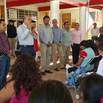 #ConstruyendoJuntosCosaBuenas El Presidente @JavierVillacana entrega despensas a madres solteras agencia #PuebloNuevo http://t.co/XoEOX48jtt