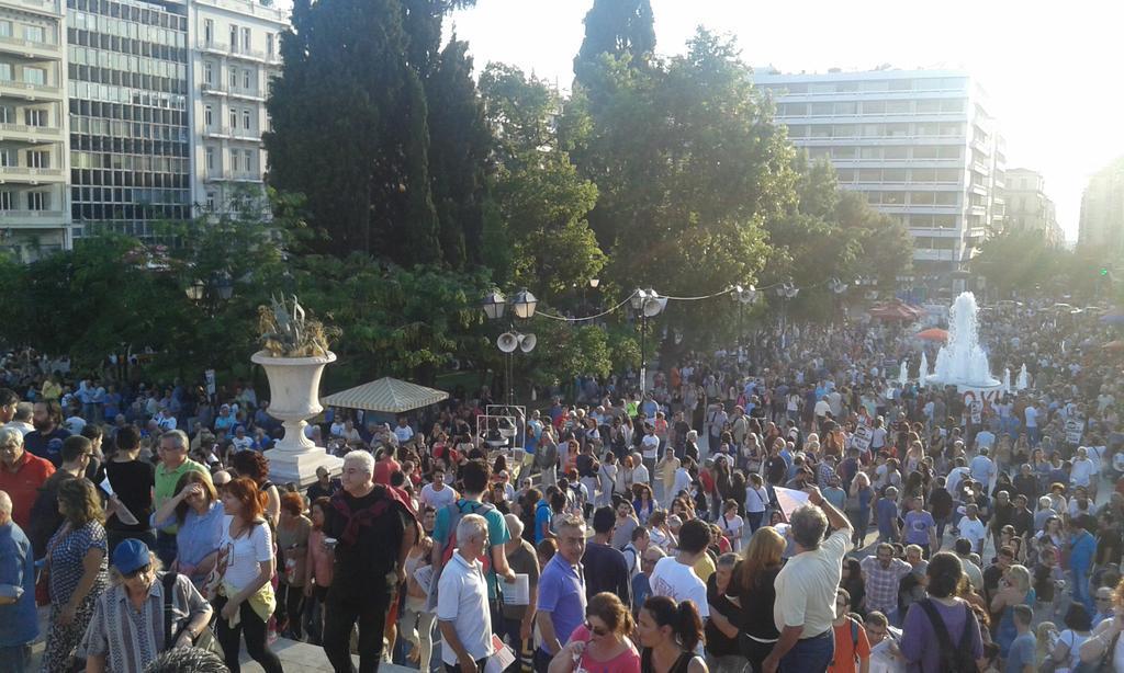 Σύνταγμα τώρα #rbnews http://t.co/JzRuPWnWSD