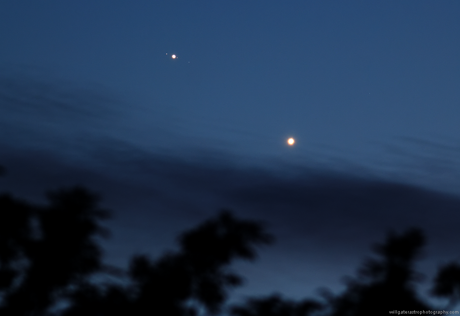 Jupiter (with the Jovian moons Ganymede, Europa & Callisto) and Venus tonight. http://t.co/4n3KJoU3Yi http://t.co/pBGpAOvWp1