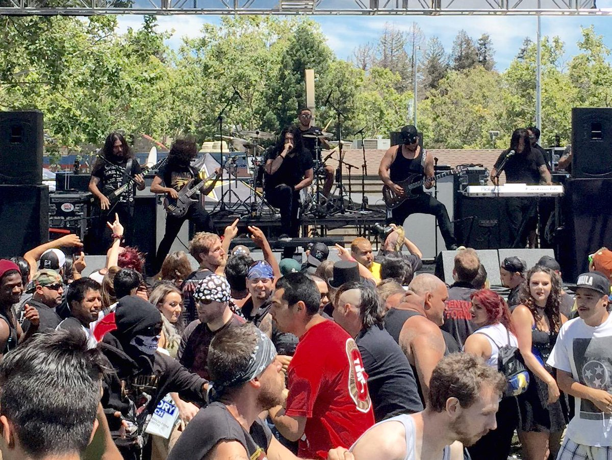 Had a blast hanging out at #mayhemfest checking out the @victoryrecords stage highlight of the day -- @Shatteredsun http://t.co/UdJwC0V0oa
