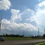 Views from B. G. of towering cumulus clouds near Franklin, KY @WxOrNotBG @Main_Event_Wx @Kentuckyweather http://t.co/jKHo9ZDdzl