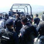 """#AlMomento #Balacera Operativo policiaco en el Cerro del """"Rosario""""; capturan a presunto asesino #Oaxaca http://t.co/OlNWBDd9K2"""