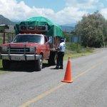 Realizamos operativo para detectar vehículos con reporte de robo en carretera a San Juan Guelavía #Oaxaca @GabinoCue http://t.co/rNPHsPunu1