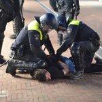 Aangehouden persoon was op marktterrein ingereden op agenten. Deze hebben de man uit zijn auto getrokken. #Mitch http://t.co/saSHtKufmA