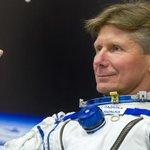 นักบินอวกาศรัสเซีย Padalka ทำลายสถิตผู้ที่อยู่ในอวกาศนานที่สุดในโลก อ่านบล็อก http://t.co/dh7Ww5dTq7 http://t.co/IcIlk9LqBV