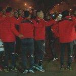 VIDEO | Jugadores de la Roja celebran con la gente en Juan Pinto Durán → http://t.co/7j7P4K5ixX #chile2015 http://t.co/M9LDyChYmx