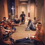 Mateando con los pibes ... un saludo a todos ???????? #argentina #seleccion #copaamerica #chile2015 ⚽20⚽ http://t.co/1qEWX56hru