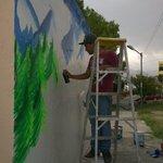 Jóvenes del programa Ecojoven, terminando los últimos arreglos. @IsidroLopezV @concretoideal #saltillo http://t.co/p4DLgK9TDW