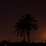 """صُورة للقمر وَقت اذان الفجر في منطقة القرارة شرق خانيونس #غزة http://t.co/LEmrDqQw6F"""""""