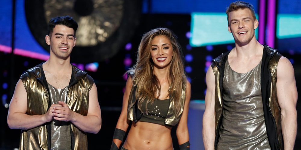 RT @NBCICanDoThat: Three words to describe one of tonight's finale supergroups? Hot, hot AND HOT. #ICanDoThat http://t.co/yfYKYQr9qH