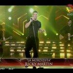 Ahora @ricky_martin canta #LaMordidita ¡Arde #Showmatch! Gracias @cuervotinelli http://t.co/sepanybESa