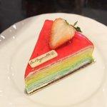 Rainbow Crepe Cake เครปรุ้งสดใส หวานนุ่มอร่อยต้องลอง ชิ้นละ120 ดีงาม #LaBaguette #emquartier @aroii #กิน24ชั่วโมง http://t.co/HRBOqnJbDX
